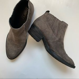 Born Beebe peltro distressed ankle boogie size 9M